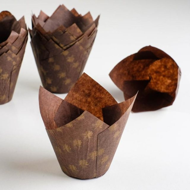 Форма-тюльпан для выпечки коричневая, золотые цветы