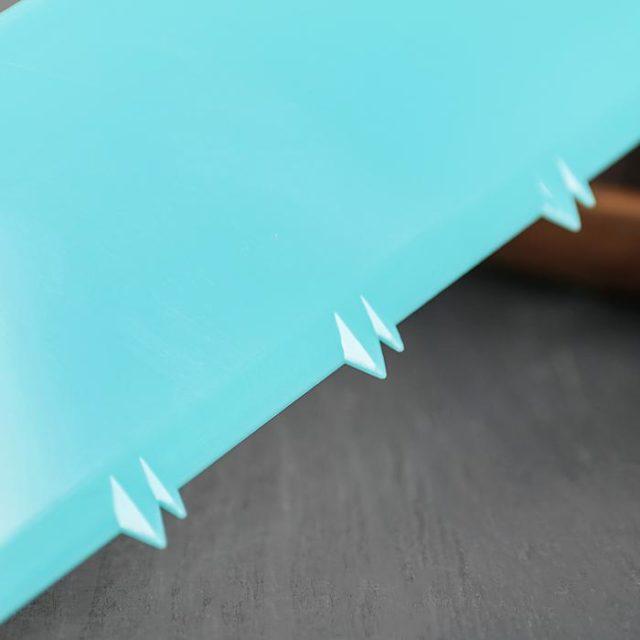 Шпатель кондитерский угловой пластиковый «Струны»