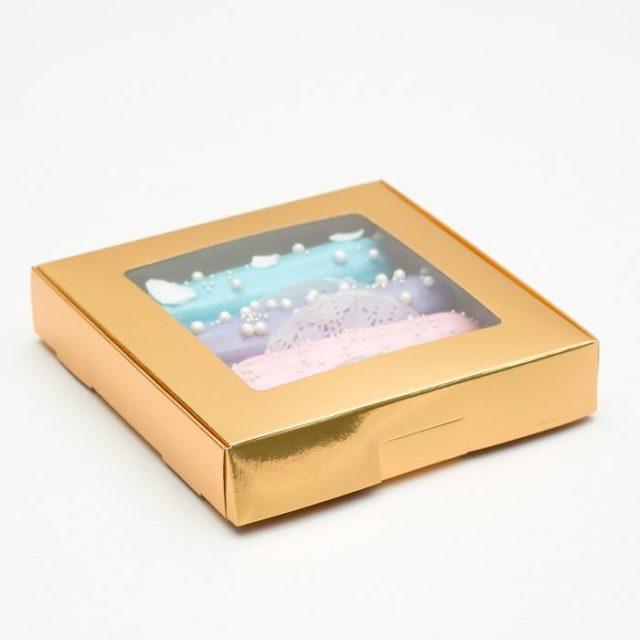 Коробка для десертов 16×16×3 см золотая