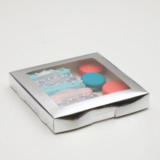 Коробка для десертов 21×21×3 см серебряная