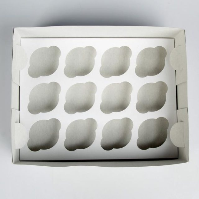 Коробка на 12 капкейков - белая